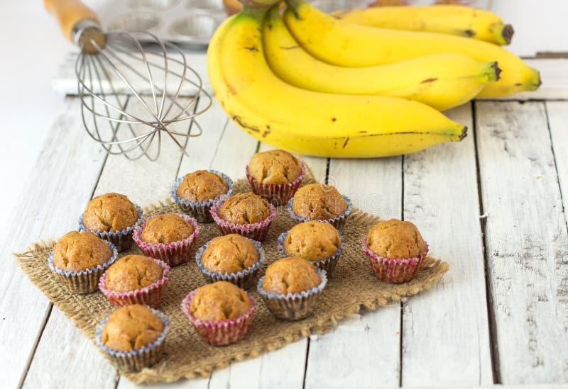 Gâteau de tasse de banane photo stock