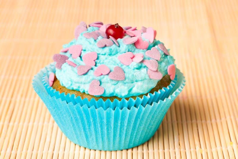 Gâteau de vanille avec de la crème en bon état photographie stock