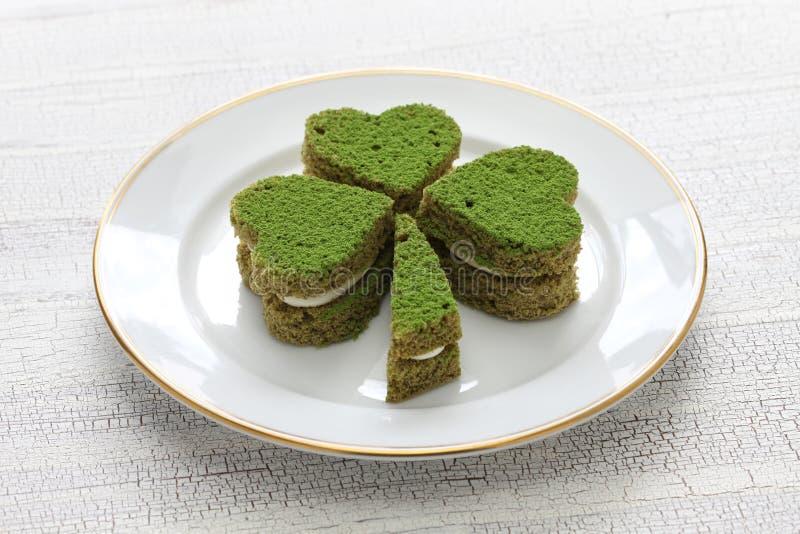 Gâteau de vert d'oxalide petite oseille photos stock