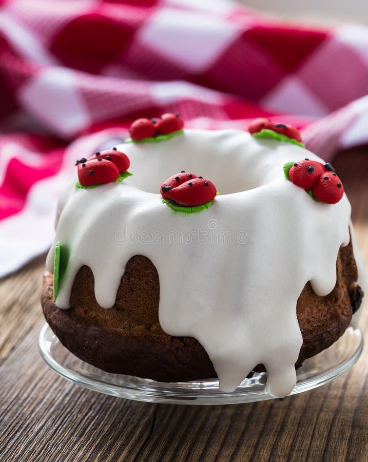 Gâteau doux d'anneau de Pâques image libre de droits