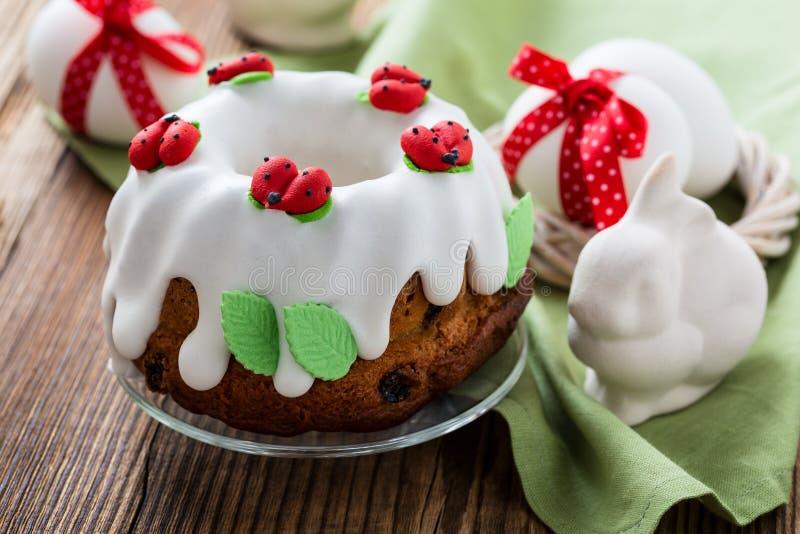 Gâteau doux d'anneau de Pâques photo stock