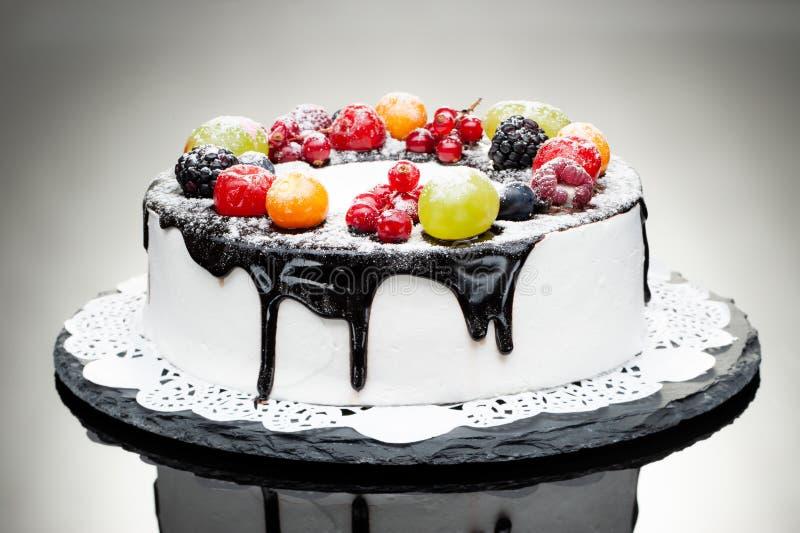 Gâteau doux de fruit photo libre de droits