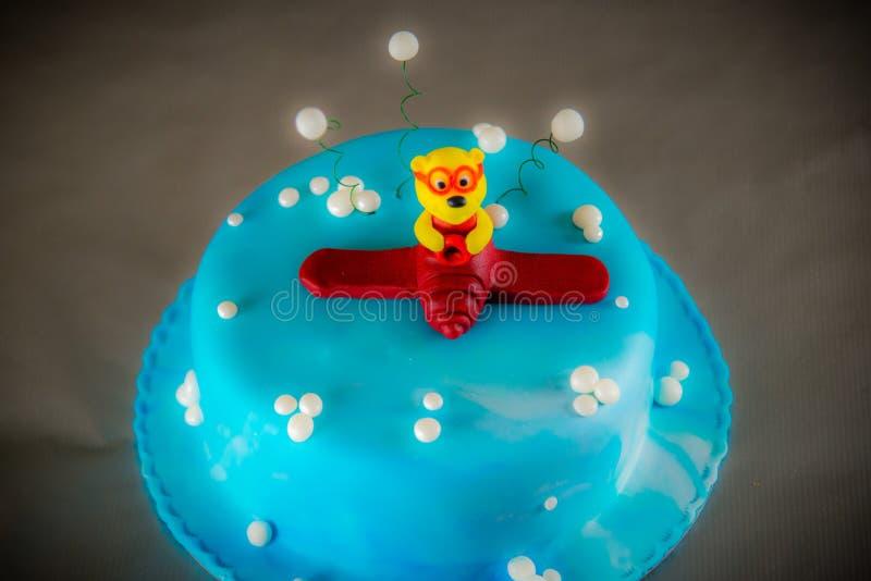 Gâteau doux drôle de dessert photos libres de droits
