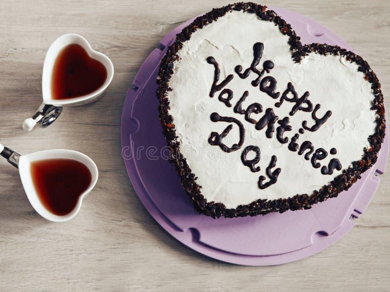 Gâteau en forme de coeur pour le jour de valentines de St photographie stock libre de droits