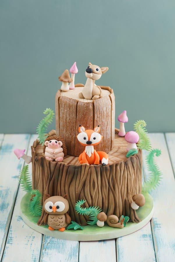Gâteau enchanté de forêt photographie stock libre de droits