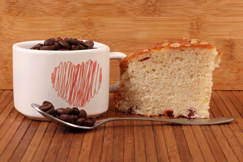 Gâteau et café de fruit photo stock