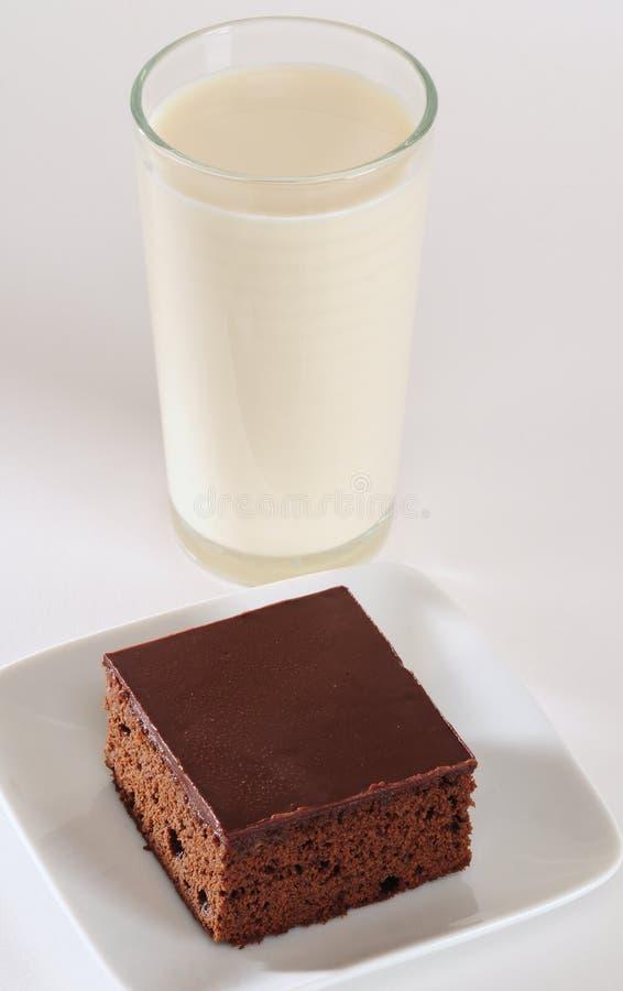 Gâteau et lait de chocolat image libre de droits