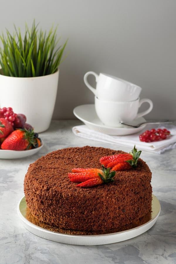 Gâteau fait maison avec le glaçage, chocolat, fromage fondu, gâteaux faits maison, boulangerie à la maison photo stock
