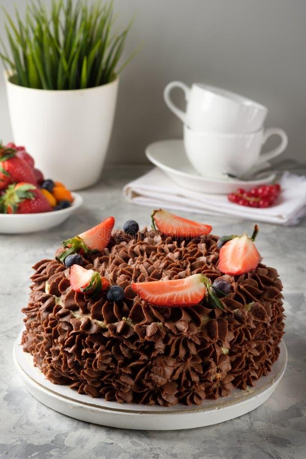 Gâteau fait maison avec le glaçage, chocolat, fromage fondu, gâteaux faits maison, boulangerie à la maison photographie stock