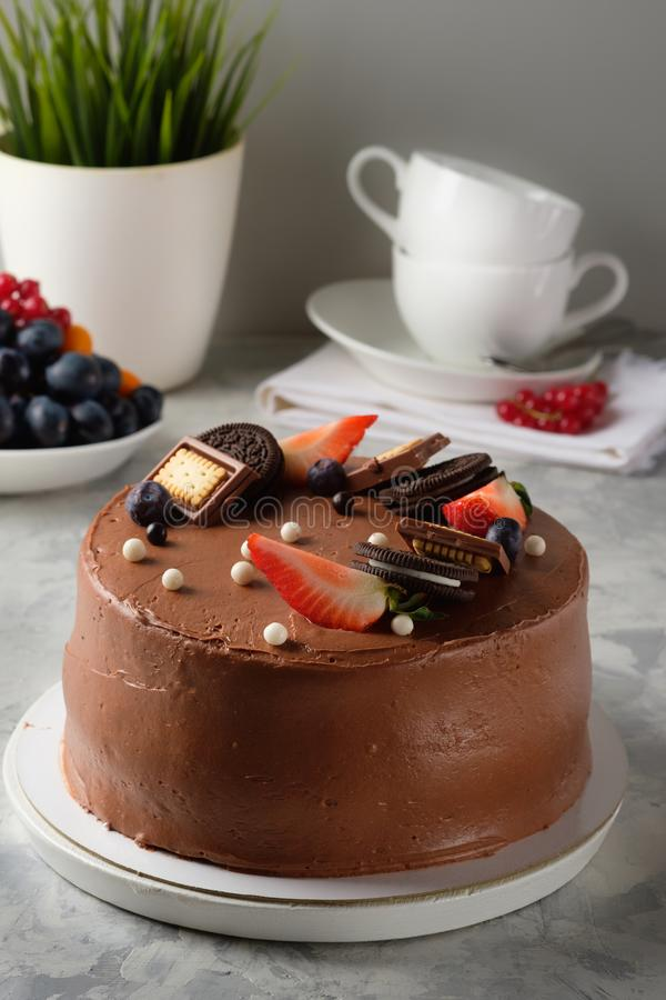 Gâteau fait maison avec le glaçage, chocolat, fromage fondu, gâteaux faits maison, boulangerie à la maison image stock