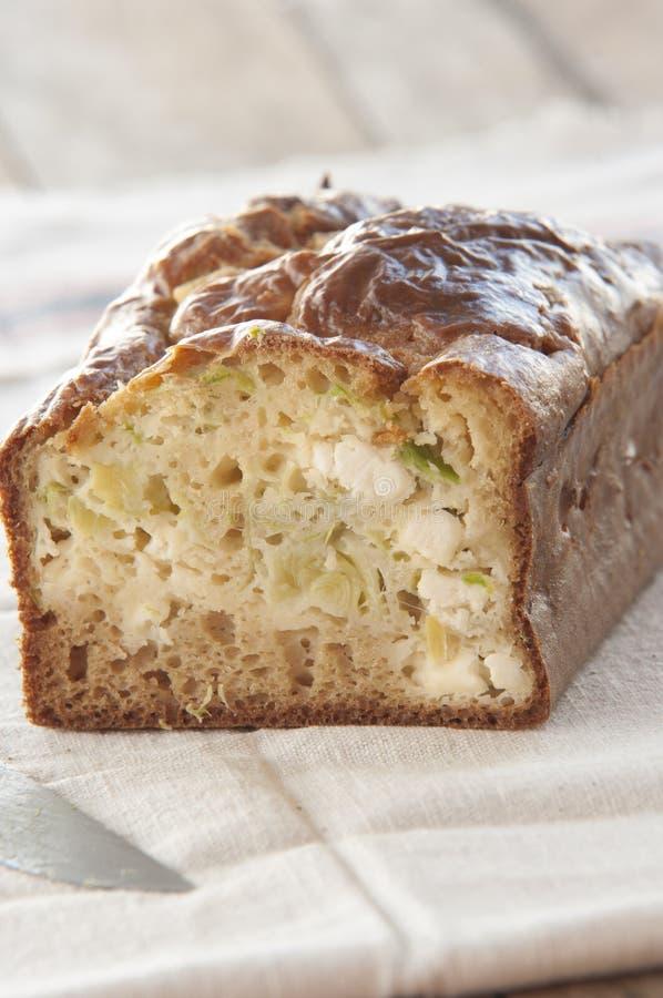 Gâteau fait maison avec le poireau et le fromage photo libre de droits