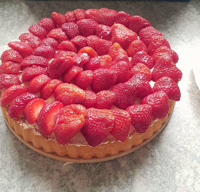 Gâteau fait maison de fraise rouge image libre de droits