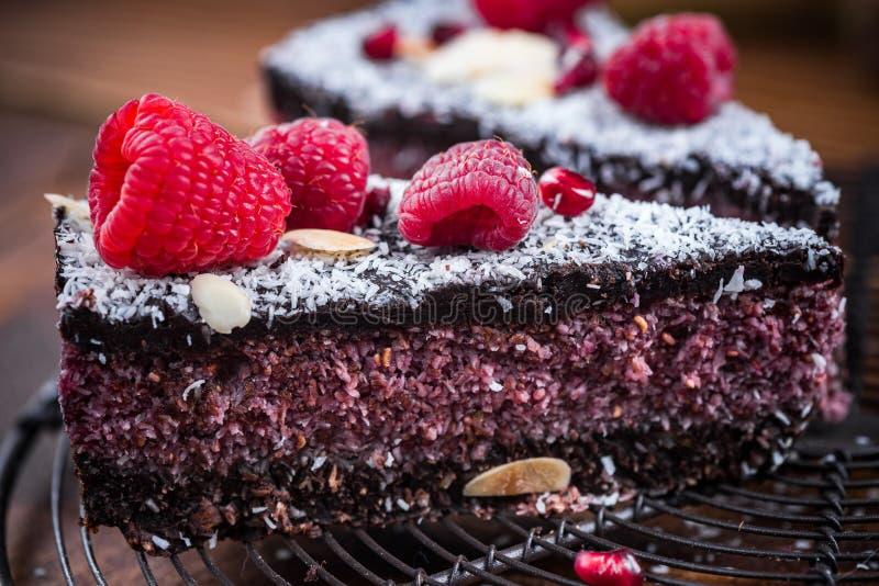 Gâteau fait maison de framboise et de graine de chia photo stock