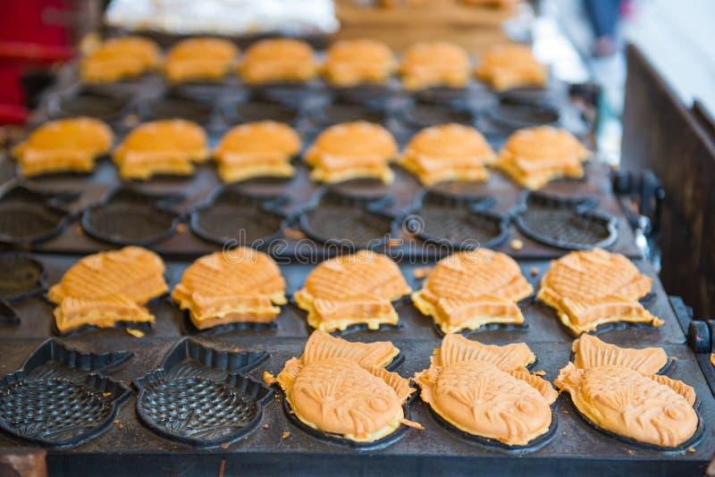 Gâteau formé par poissons traditionnels japonais photos libres de droits