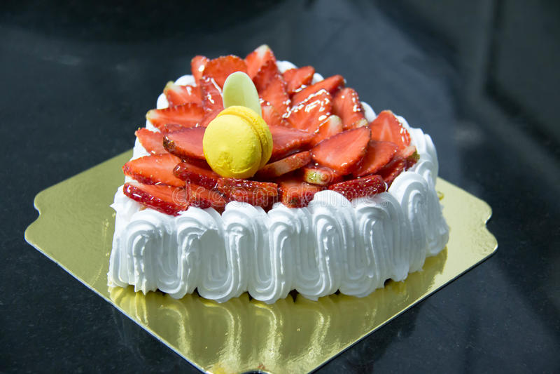 Gâteau frais de crème de couche de vanille de fraise images libres de droits