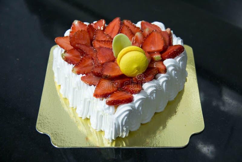 Gâteau frais de crème de couche de vanille de fraise photographie stock libre de droits