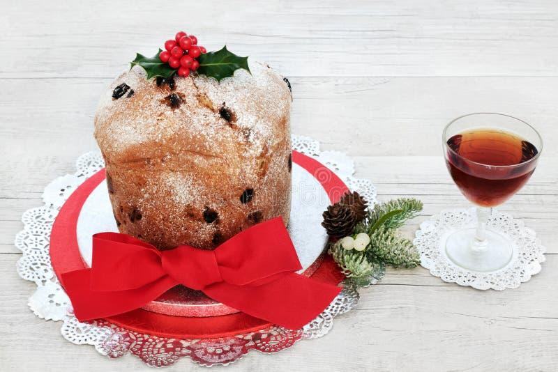 Gâteau italien de Noël de Panettone photos libres de droits