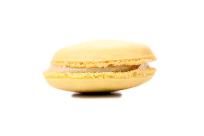 Gâteau jaune de macarons. Fin. photos stock