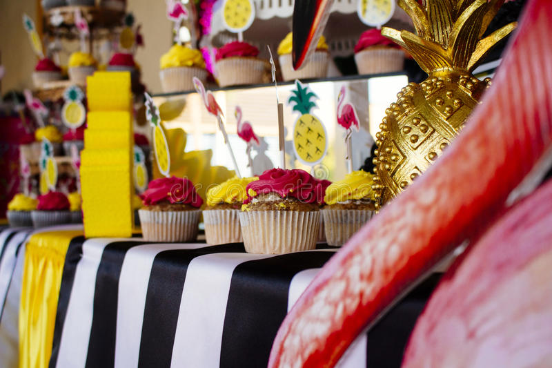 Gâteau 10 l'anniversaire du Victoriaen juillet photos stock