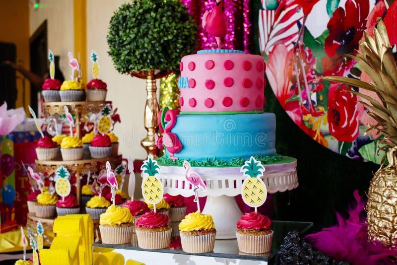 Gâteau 8 l'anniversaire du Victoriaen juillet image stock