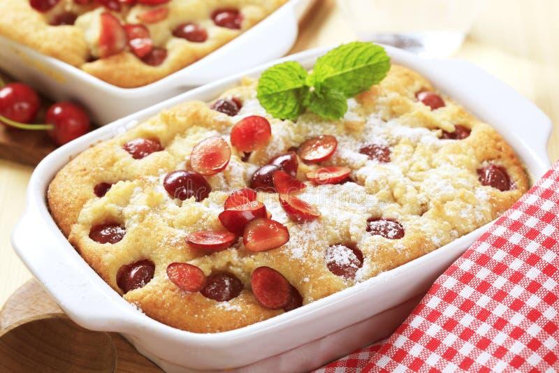 Gâteau mousseline de cerise photos libres de droits