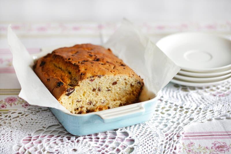 Gâteau mousseline ou pain doux avec des canneberges photos stock