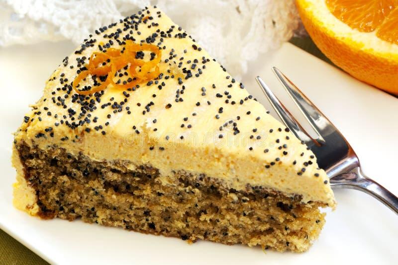 Gâteau orange avec des graines d'oeillette image libre de droits