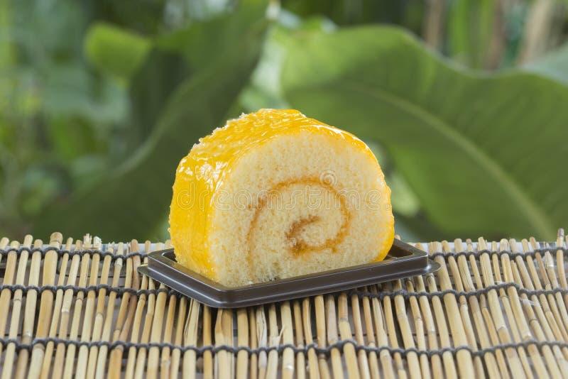 Gâteau orange de roulis photo stock