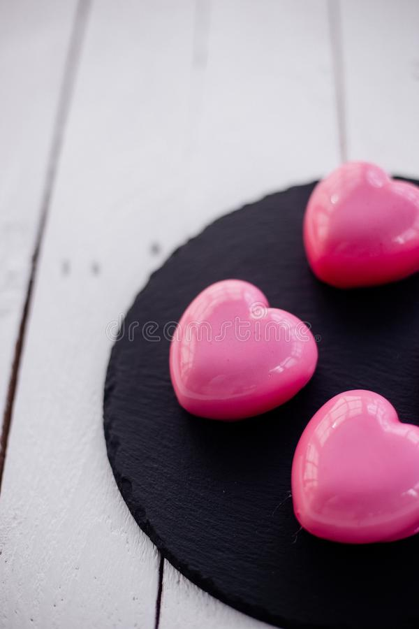 Gâteau rose de mousse photo stock