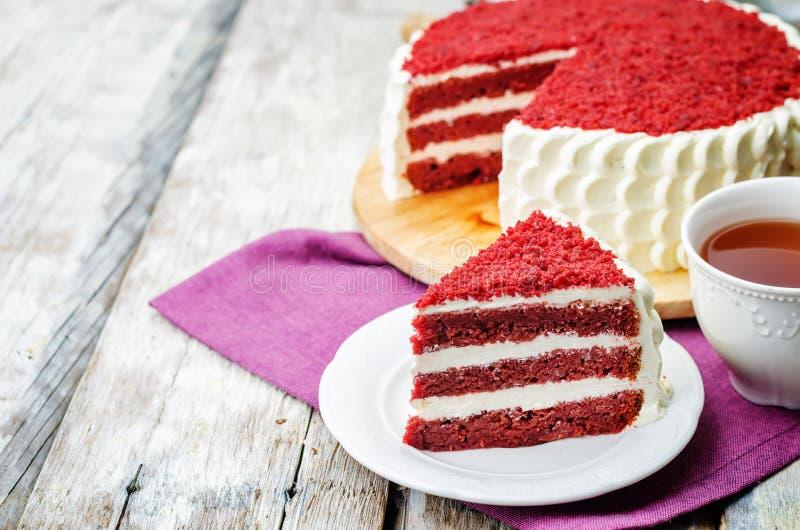 Gâteau rouge de velours photo stock
