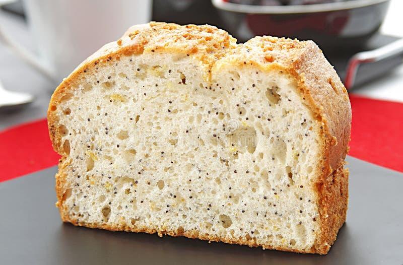 Gâteau simple de tranche avec le pavot photos libres de droits
