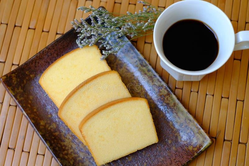 Gâteau simple fait maison de beurre mou et moite photos stock
