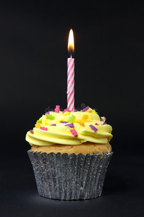 Gâteau sur le noir photos libres de droits