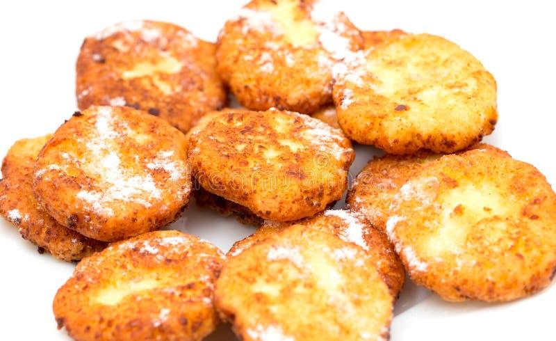 Gâteaux au fromage sur un fond blanc images libres de droits