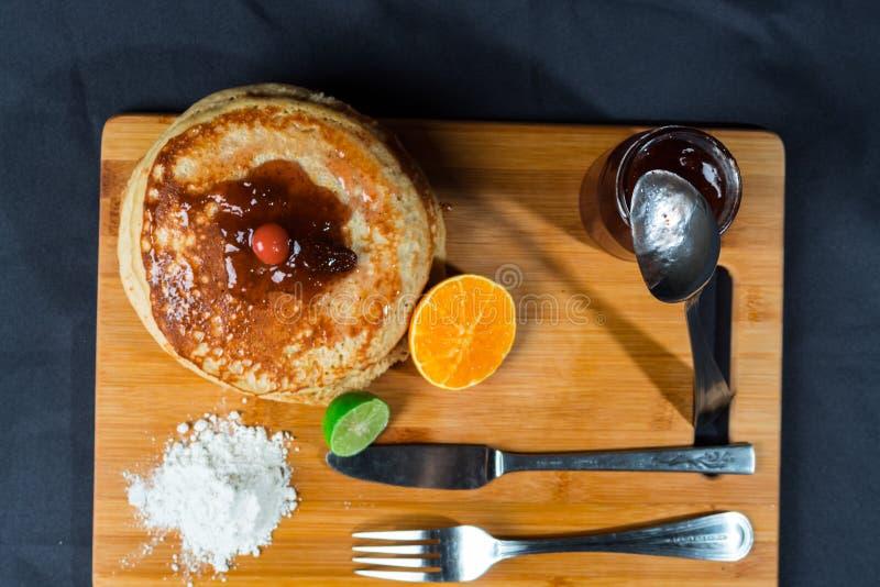Gâteaux chauds riches et délicieux pour le déjeuner photos libres de droits