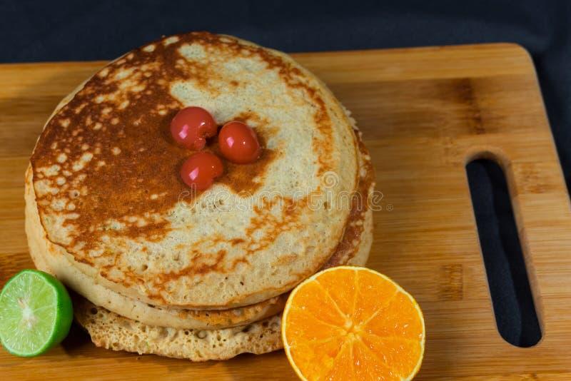 Gâteaux chauds riches et délicieux pour le déjeuner photographie stock