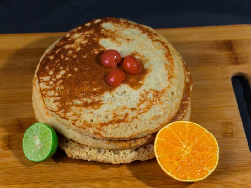 Gâteaux chauds riches et délicieux pour le déjeuner image libre de droits