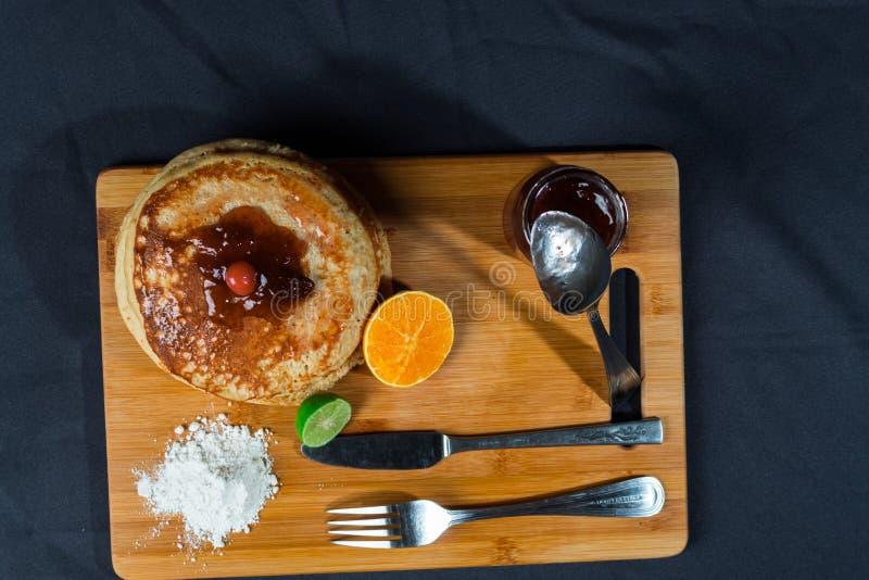 Gâteaux chauds riches et délicieux pour le déjeuner images stock