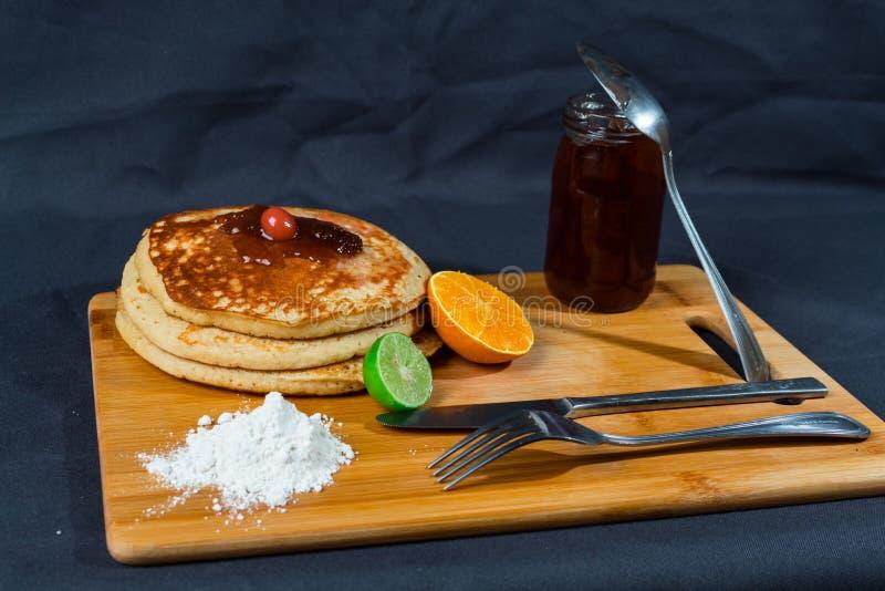 Gâteaux chauds riches et délicieux pour le déjeuner photo stock