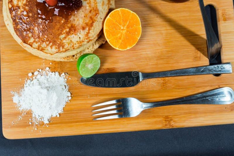 Gâteaux chauds riches et délicieux pour le déjeuner photo libre de droits