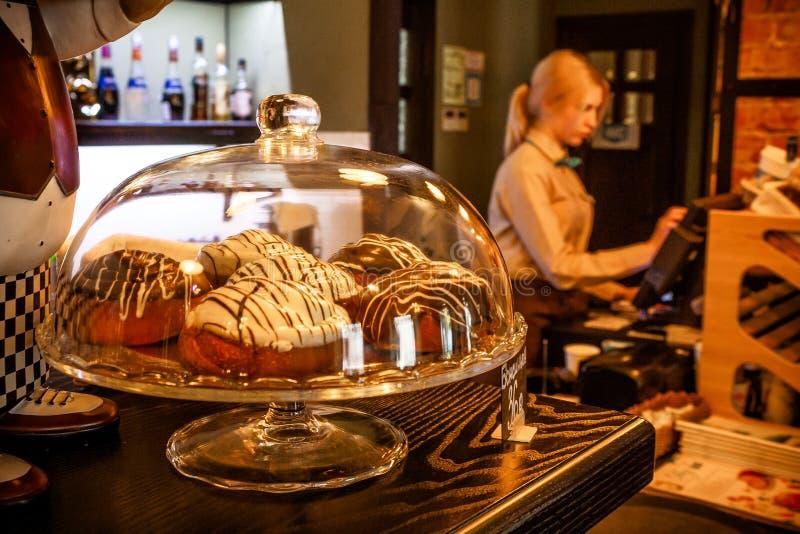 Gâteaux dans la boulangerie de Gurman Bulkin photographie stock