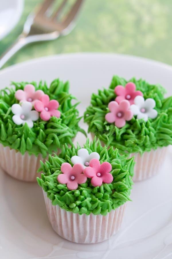 Gâteaux de jardin de fleur photographie stock