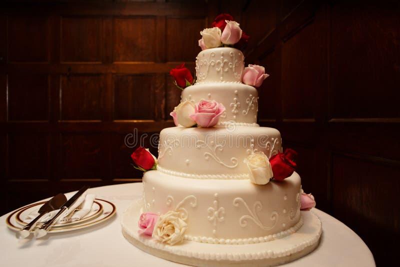Gâteaux de mariage 101 photographie stock libre de droits