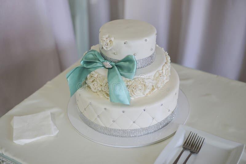 Gâteaux de mariage de Wite Acuité élevée images stock
