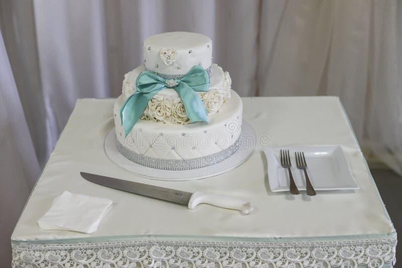 Gâteaux de mariage de Wite Acuité élevée photographie stock libre de droits