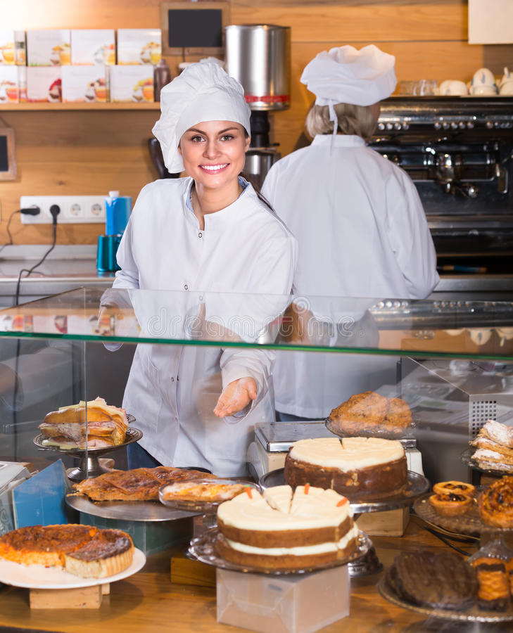 Gâteaux de offre de personnel de café pour le dessert image stock