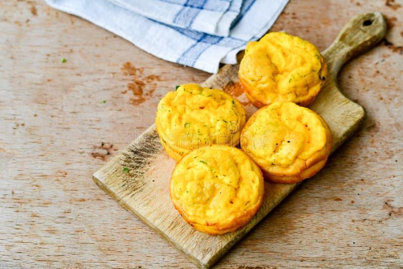 Gâteaux de petits pains d'oeufs de casse-croûte photographie stock libre de droits