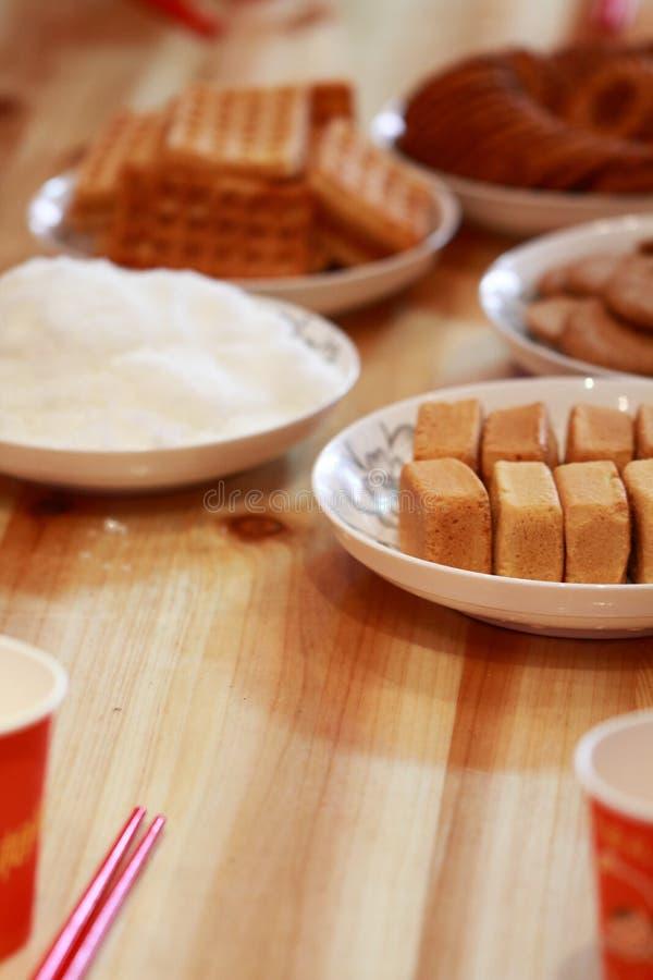 Gâteaux et pâtisseries de Chinois pour le jour du mariage photo stock