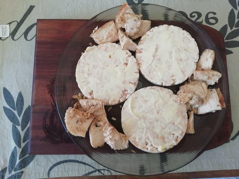 Gâteaux et poulet de riz beurrés photographie stock libre de droits