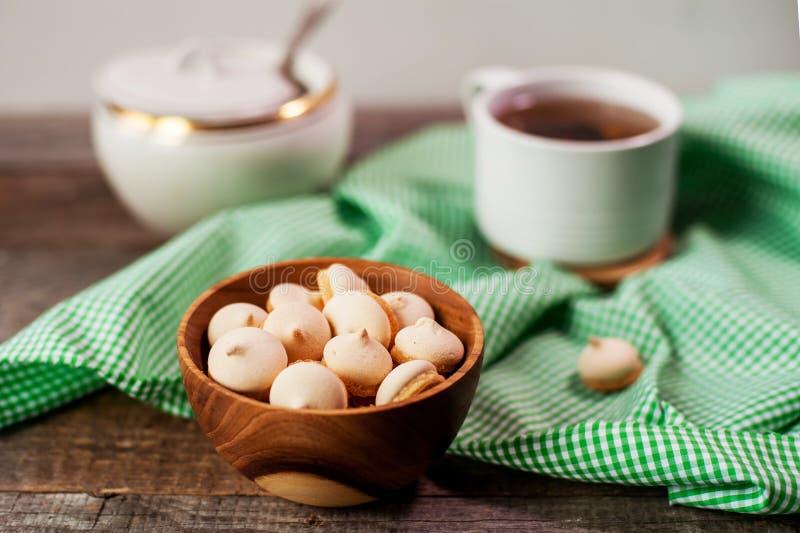 Gâteaux et thé de bonbon image libre de droits